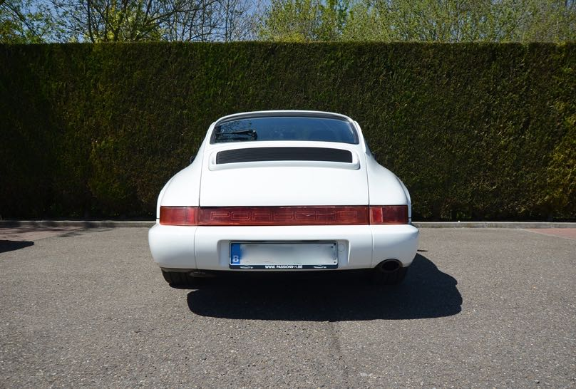 911 youngtimer Porsche 964 Carrera 4 Grand Prix white - multicolor cloth - 1990 - 9