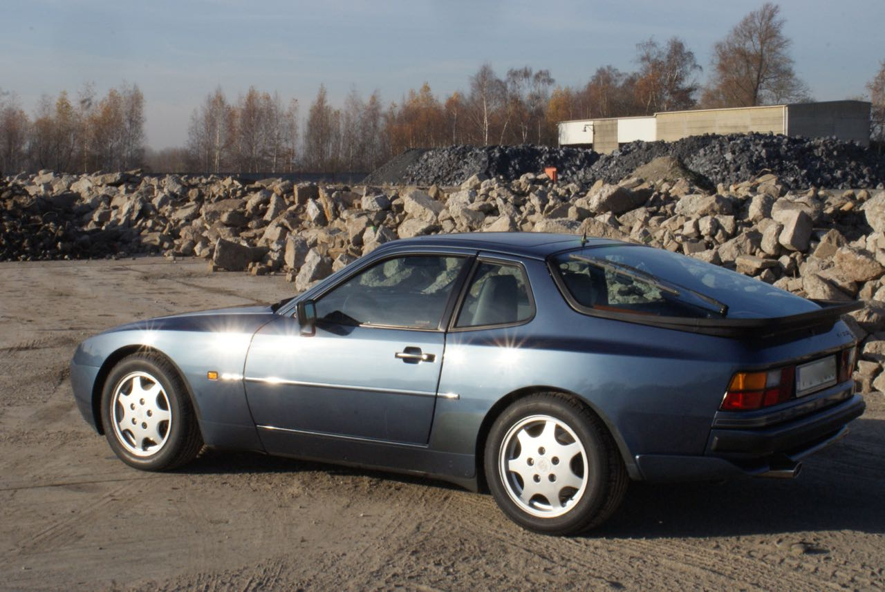 911-youngtimer-porsche-944-s2-dove-blue-metallic-1990-1-of-15