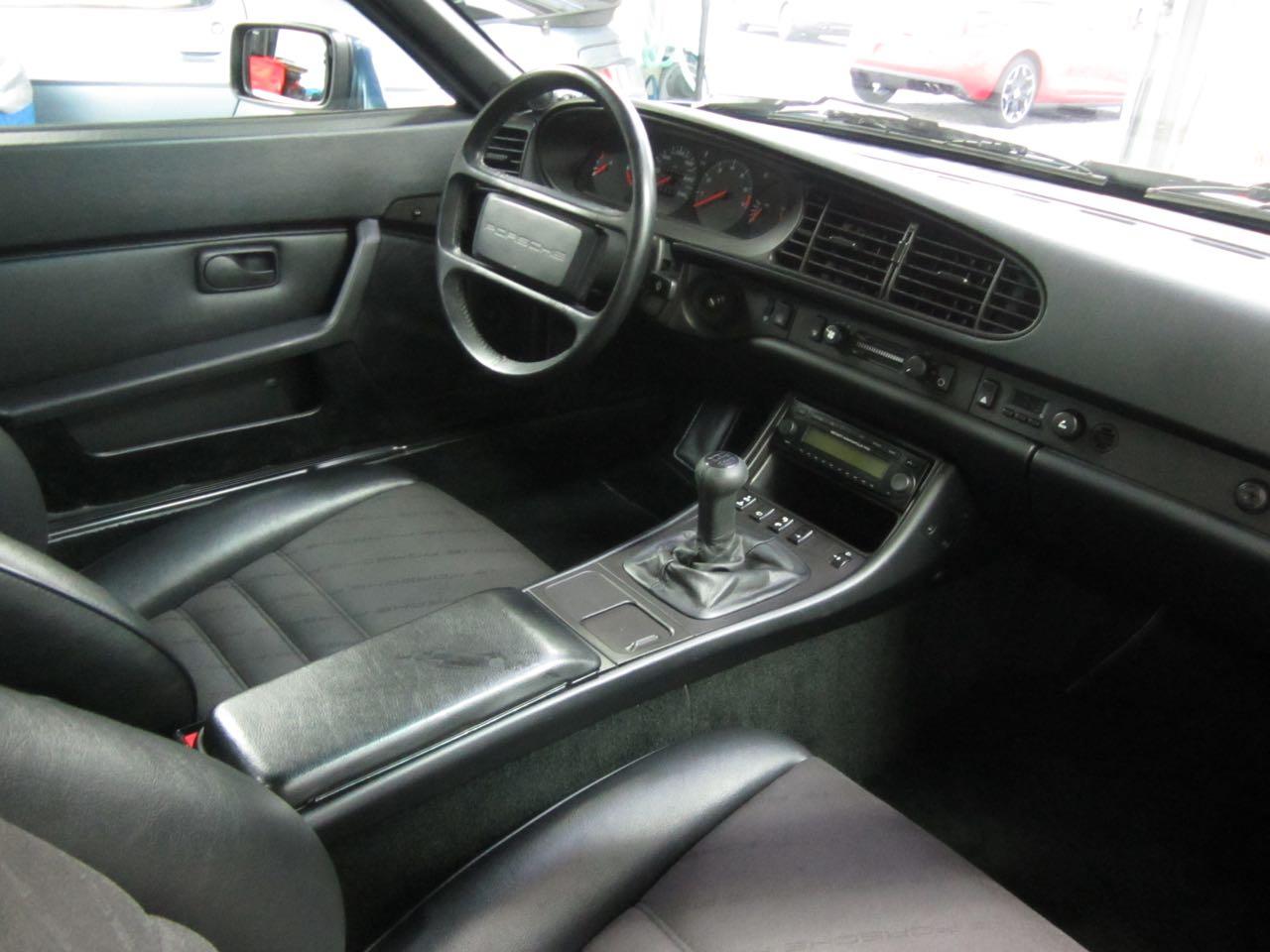 911-youngtimer-porsche-944-s2-dove-blue-metallic-1990-14-of-15