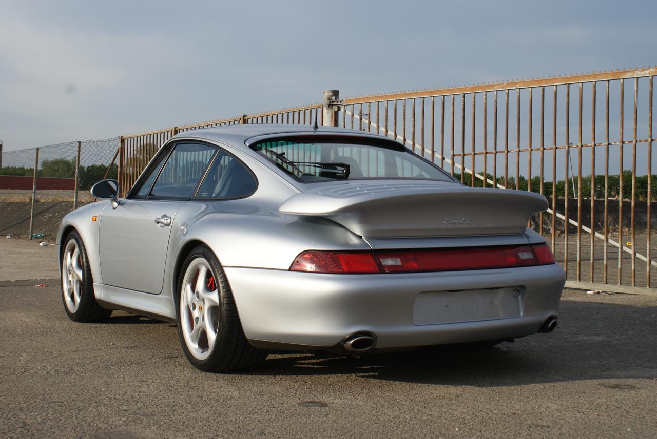 911-youngtimer-Porsche-993-turbo-Polar-silver-1997-12-of-15.jpg