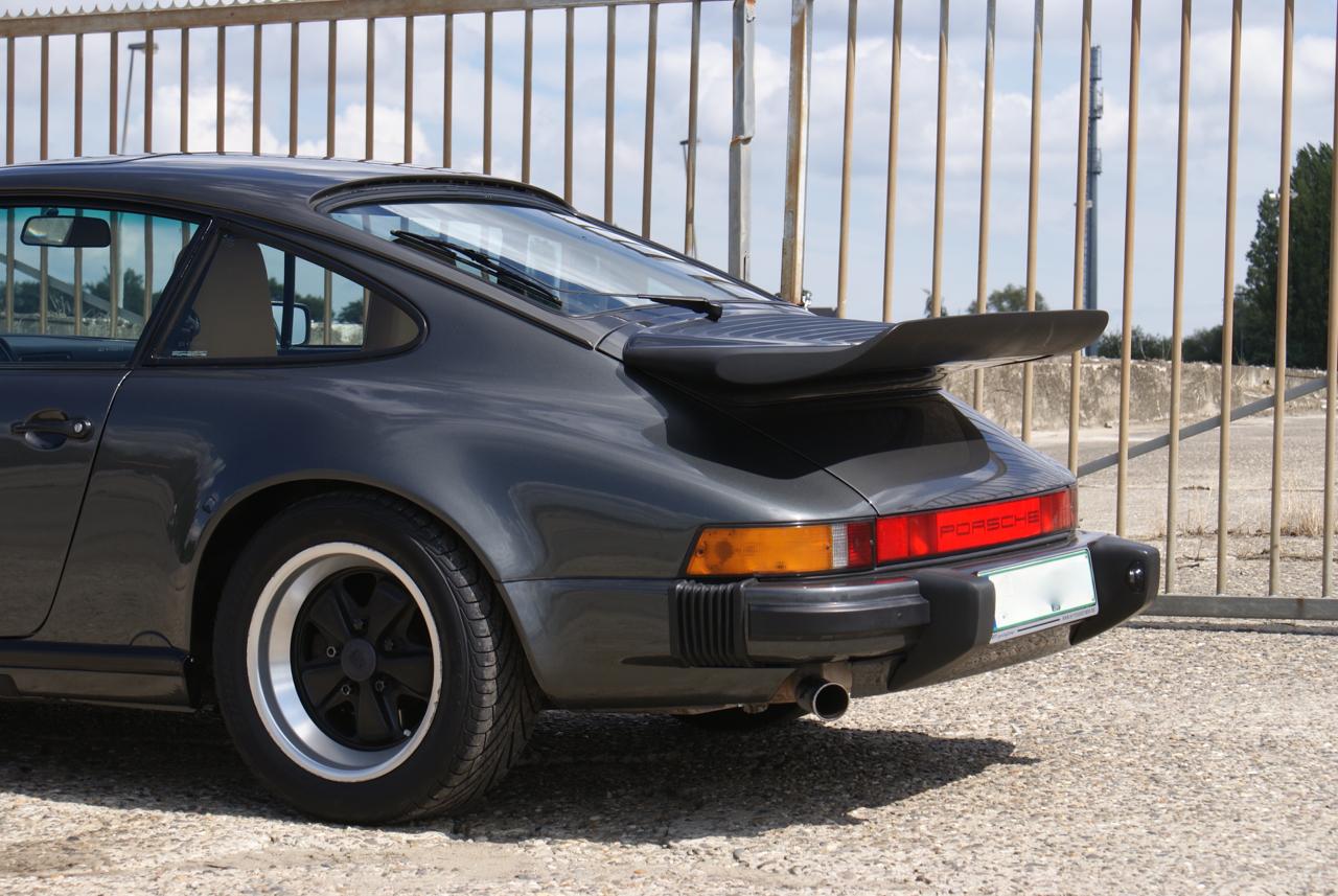 911-youngtimer-Porsche-911-Carrera-Slate-Cashmere-1989-10-of-15