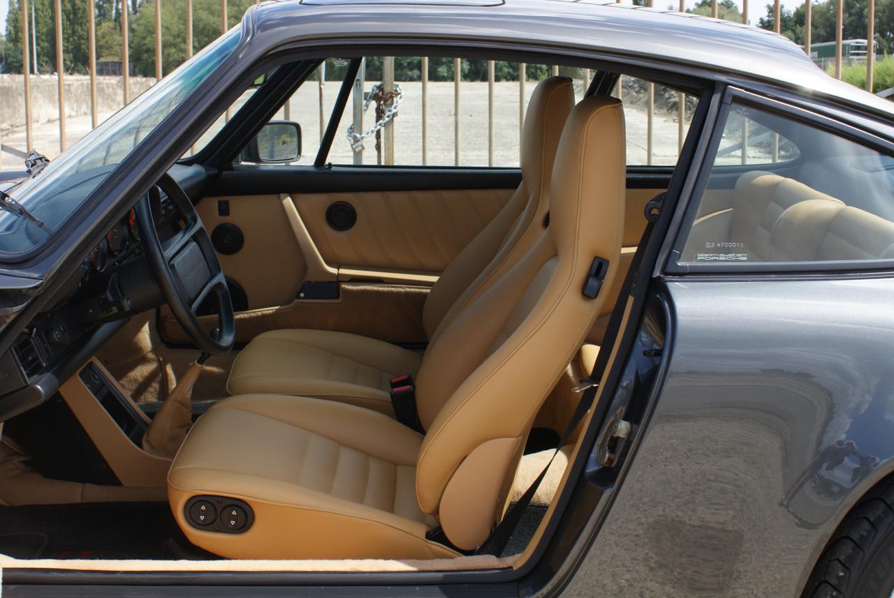 911-youngtimer-Porsche-911-Carrera-Slate-Cashmere-1989-12-of-15