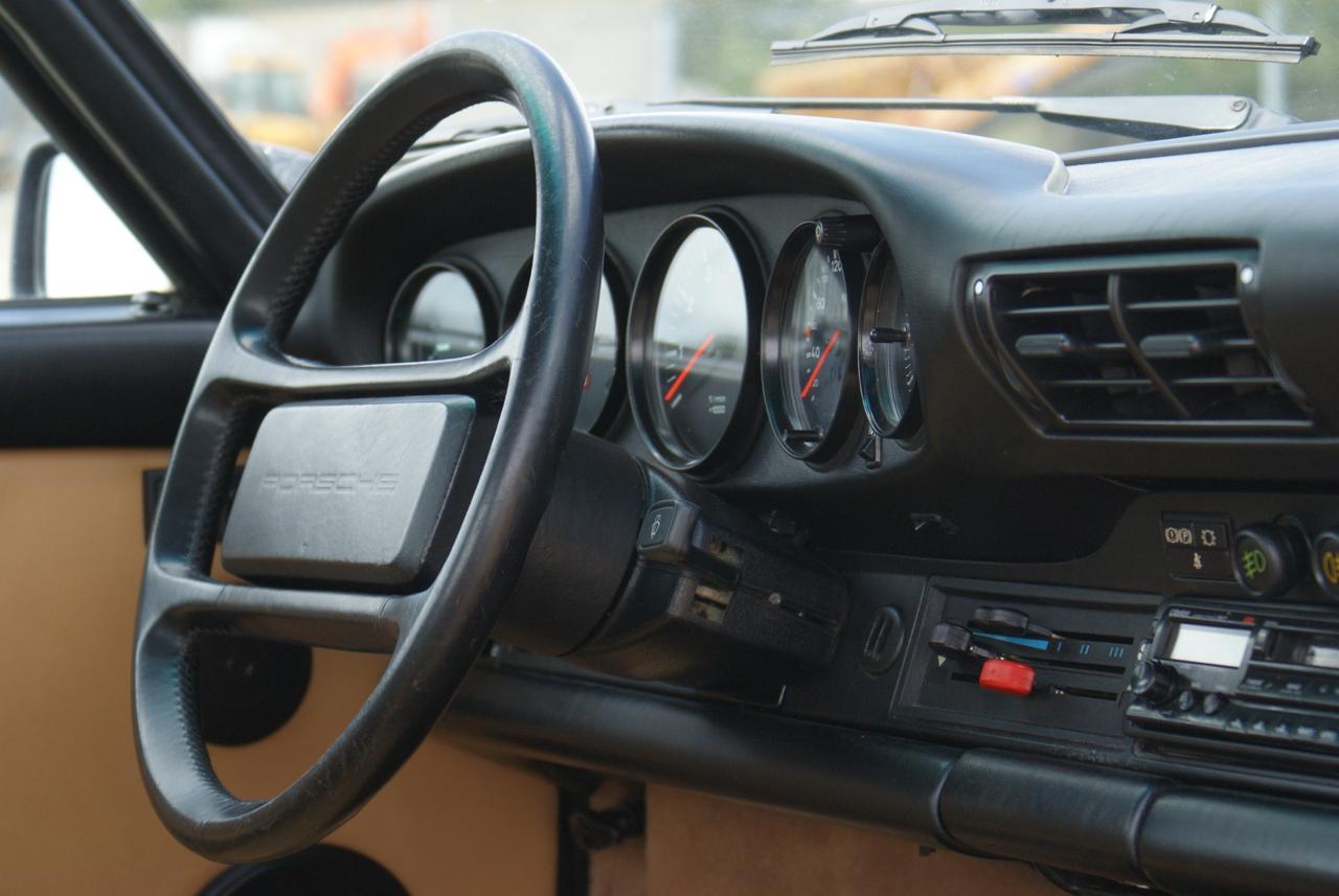 911-youngtimer-Porsche-911-Carrera-Slate-Cashmere-1989-15-of-15
