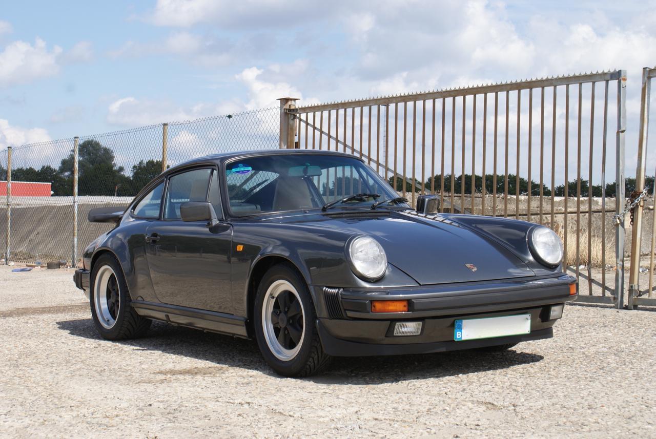 911-youngtimer-Porsche-911-Carrera-Slate-Cashmere-1989-4-of-15