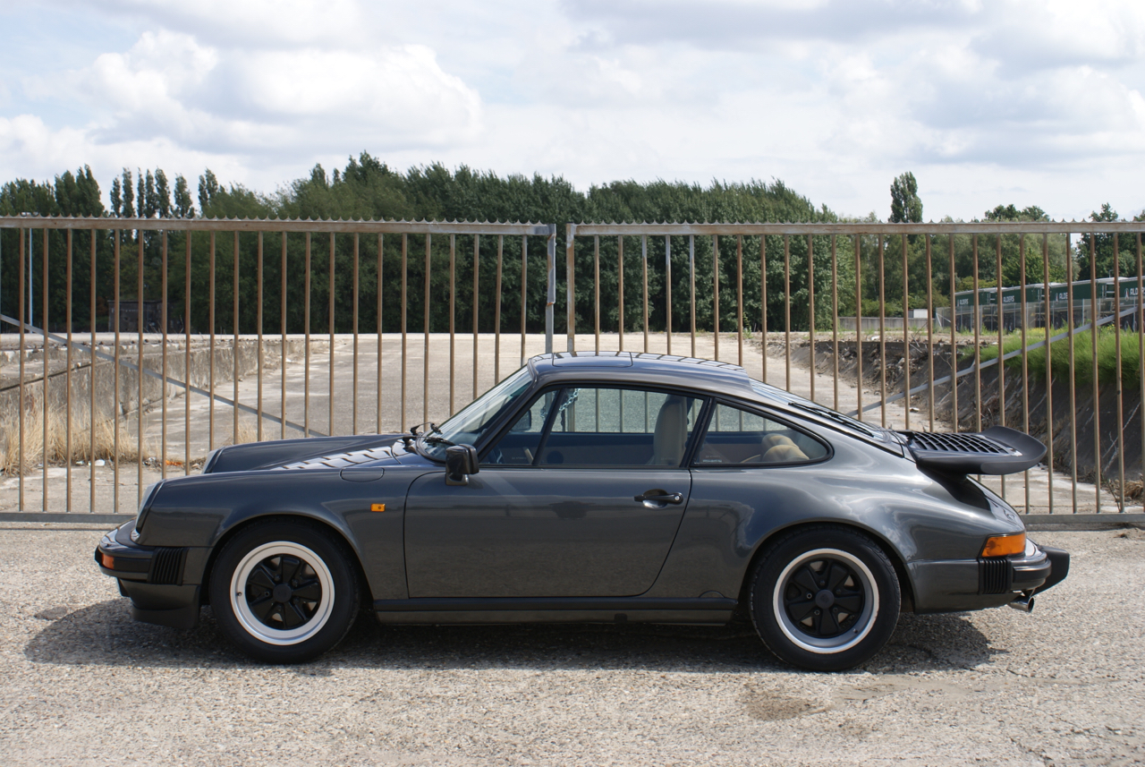 911-youngtimer-Porsche-911-Carrera-Slate-Cashmere-1989-8-of-15